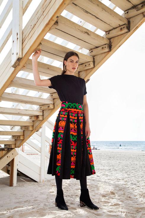 """""""לכל אישה בכל גיל"""". שמלה: 599 שקל. Lilachelgrably.com (צילום: טל קרפ)"""