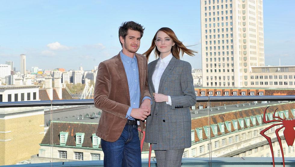 """עם אמה סטון, לפני שנתיים, בלונדון. """"היא בסדר גמור"""" (צילום: Gettyimages)"""