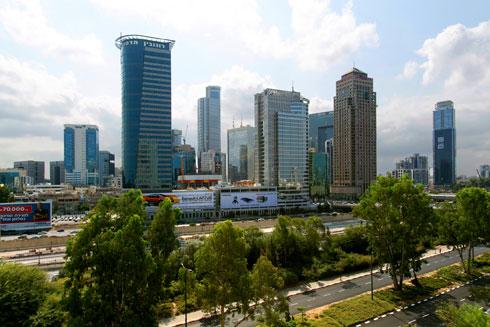 עם נוף לנתיבי איילון ומגדלי רמת גן (צילום: שירן כרמל)