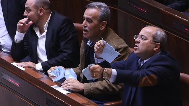 """גם הח""""כים הערבים קרעו את הצעת החוק (צילום: אלכס קולומויסקי) (צילום: אלכס קולומויסקי)"""