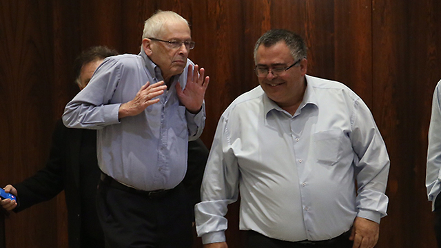 MK Benny Begin (L) with Coalition Chairman David Bitan, who deposed him from the Knesset's Internal Affairs Committee on Wednesday  (Photo: Gil Yohanan)