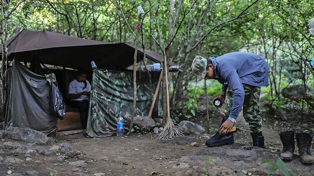 כל אחד רוצה נתח, והמלחמה לא נגמרה. מחנה FARC (צילום: AFP) (צילום: AFP)