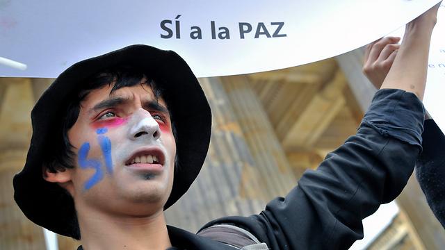הפגנת תמיכה בהסכם השלום עם המורדים, בוגוטה (צילום: AFP)