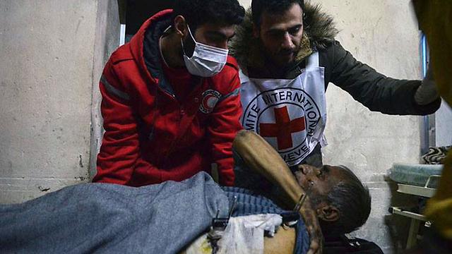 Injured Syrians (Photo: AP)