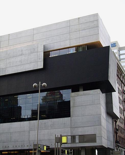 מקור השראה 1: מוזיאון לויס ריצ'רד בסינסינטי, בתכנון זאהה חדיד. אפשר לזהות את דמיון החומריות (צילום: מתוך wikipedia, cc)