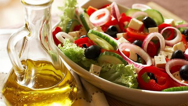 הרבה ירקות ושומנים בריאים. תזונה ים תיכונית (צילום: shutterstock) (צילום: shutterstock)