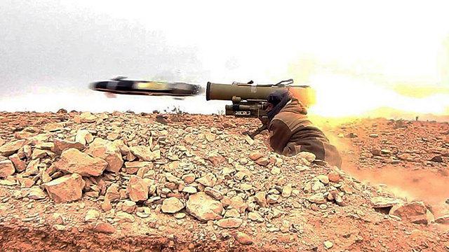הלחימה בין דאעש לכוחות הסוריים בתדמור (צילום: AP) (צילום: AP)