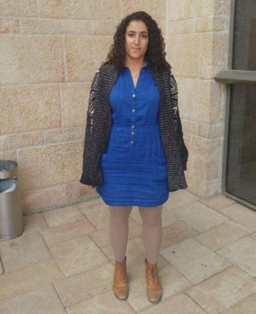 היועצת של מירב מיכאלי. עוכבה השבוע מחוץ לכנסת בשל לבושה ()