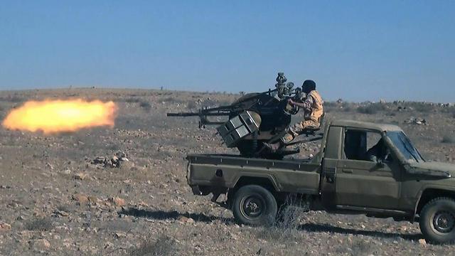 אנשי דאעש באזור תדמור (צילום: AP) (צילום: AP)