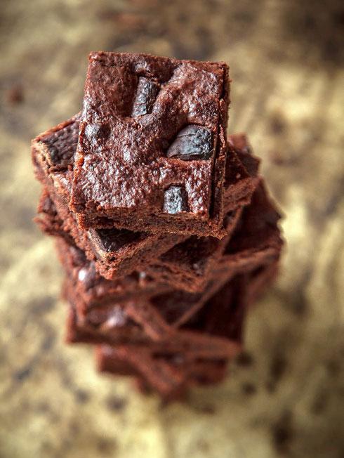 בראוניז עם גבעות שוקולד ומלח אטלנטי (צילום: אפיק גבאי)