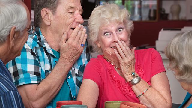 שמעתי שגם הבן של ברוך פנוי. בוא נזמין אותם לכאן ולא נגלה להם שזה שידוך שתוכנן מראש (צילום: Shutterstock) (צילום: Shutterstock)