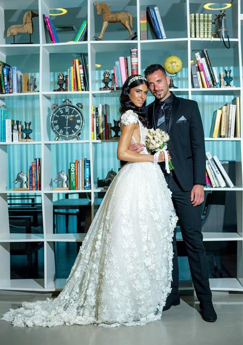 התחתנה בשמלה של אזרד: שלי רגב עם אופיר מרציאנו (צילום: רועי ביתן)