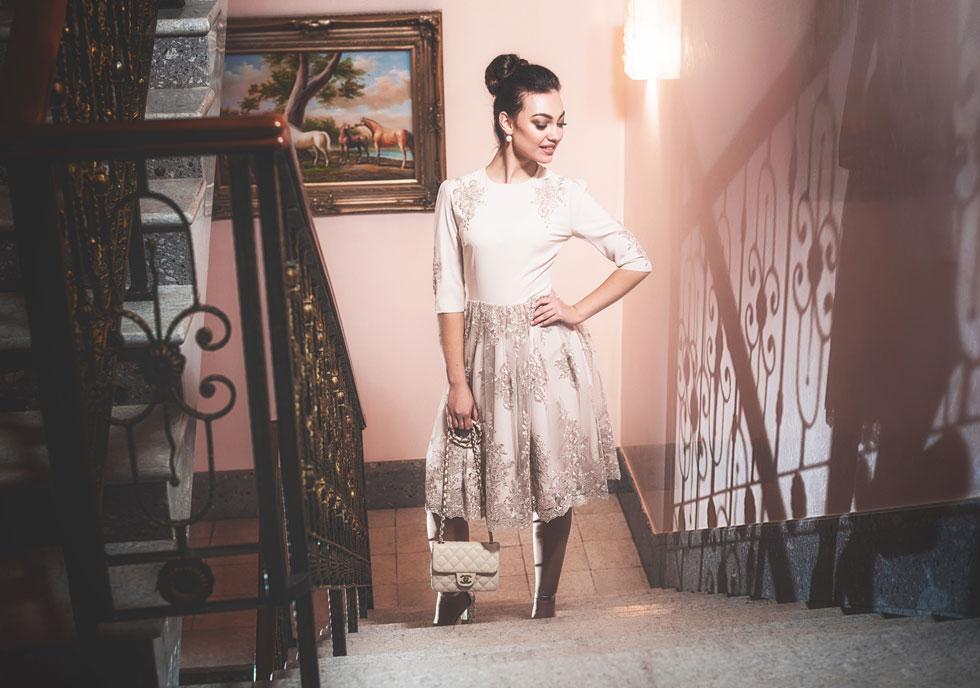 """""""כשנחשפה לעולם החילוני, אמי הלכה ללמוד אופנה בשנקר. אני זוכרת את עצמי בתור נערה, יושבת ולומדת יחד איתה, כי העולם הזה קסם לי"""". הקולקציה של בצלאל (צילום: ואדים מלניק)"""