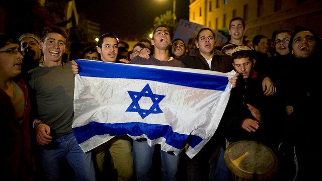 הפגנה נגד הפינוי בכיכר פריז בירושלים (צילום: EPA) (צילום: EPA)