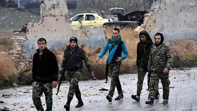 העיר שלהם. חיילי צבא אסד במזרח חלב (צילום: AP)