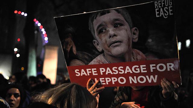 הפגנה בלונדון למען הפסקת הלחימה בחלב (צילום: AFP)