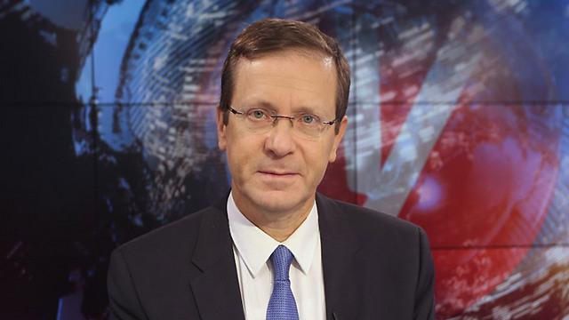 """יו""""ר האופוזיציה הרצוג באולפן ynet (צילום: ירון ברנר) (צילום: ירון ברנר)"""