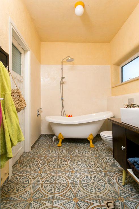 עם אמבטיה עומדת (צילום: שירן כרמל)