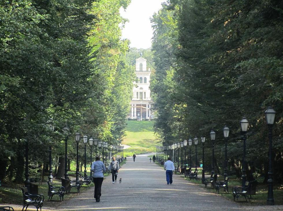 """""""חלון אל העבר"""": פארק מקסימיר הגדול, זאגרב ()"""