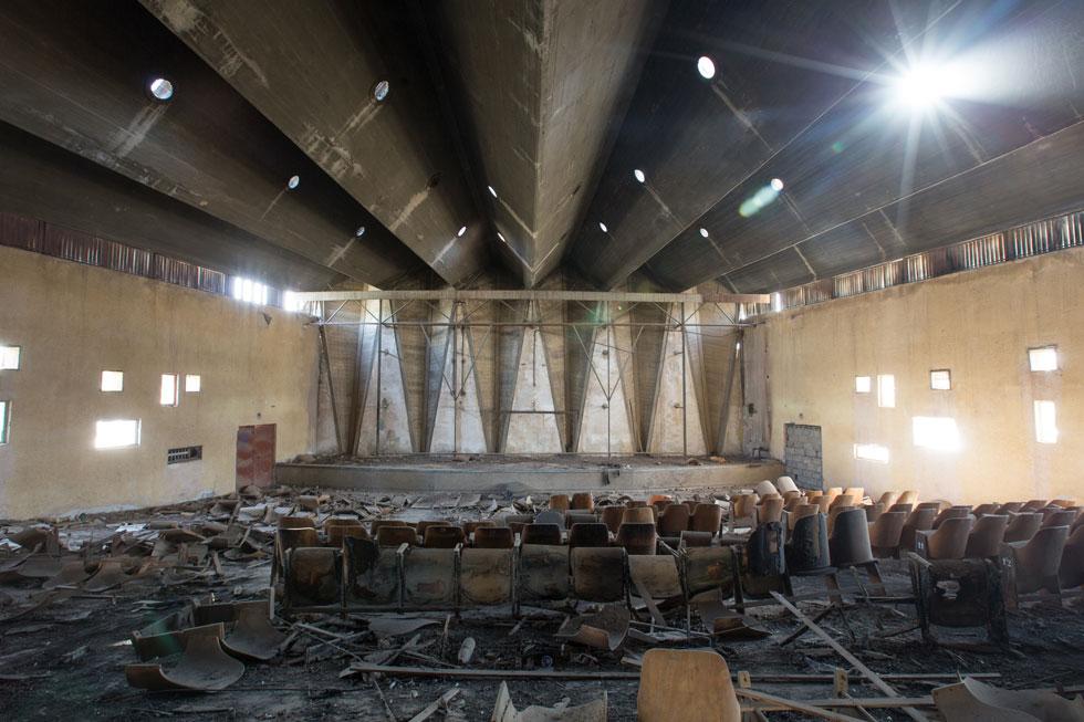 מה קורה בקולנוע אורות, האייקון האדריכלי המפורסם? (צילום: דור נבו)