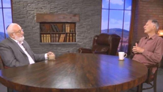 """רוברט ויסטריך ז""""ל, מגדולי חוקרי האנטישמיות במאה ה-21 עם הרב לייטמן (צילום: קבלה לעם) (צילום: קבלה לעם)"""