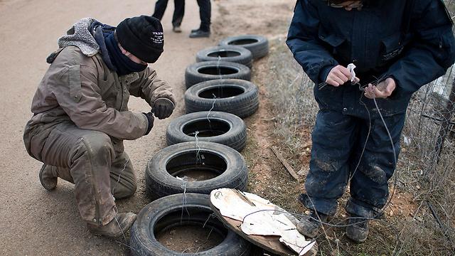 Protestors prepare tires in Amona (Photo: EPA)