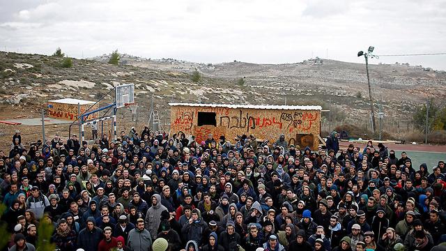 Protestors in Amona (Photo: EPA)