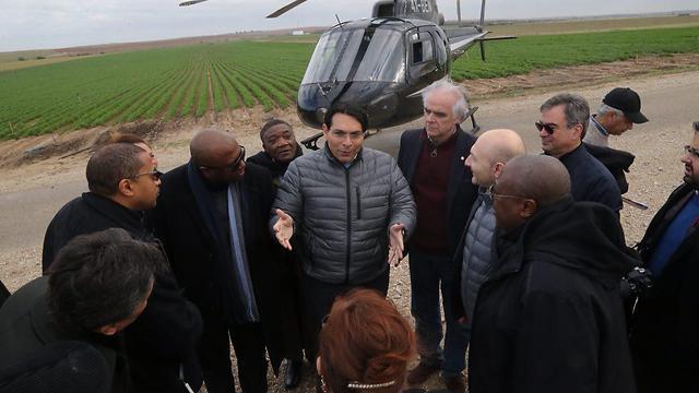 Danon speaking with ambassadors (Photo: Motti Kimchi) (Photo: Motti Kimchi)