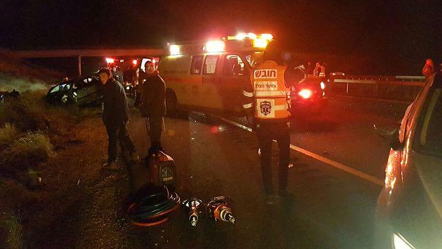 זירת התאונה בכביש 6. אישה וילד נהרגו (צילום: יעקב מזוז, תיעוד מבצעי איחוד הצלה)