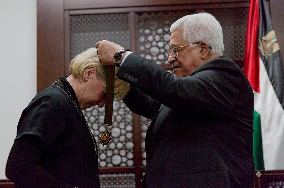 Wallström and Abbas (Photo: AP)
