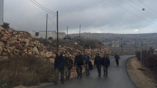Activists leaving Amona (Photo: Elisha Ben Kimon)
