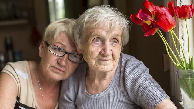 caregivers - לטפל בהורים המבוגרים (צילום: shutterstock) (צילום: shutterstock)