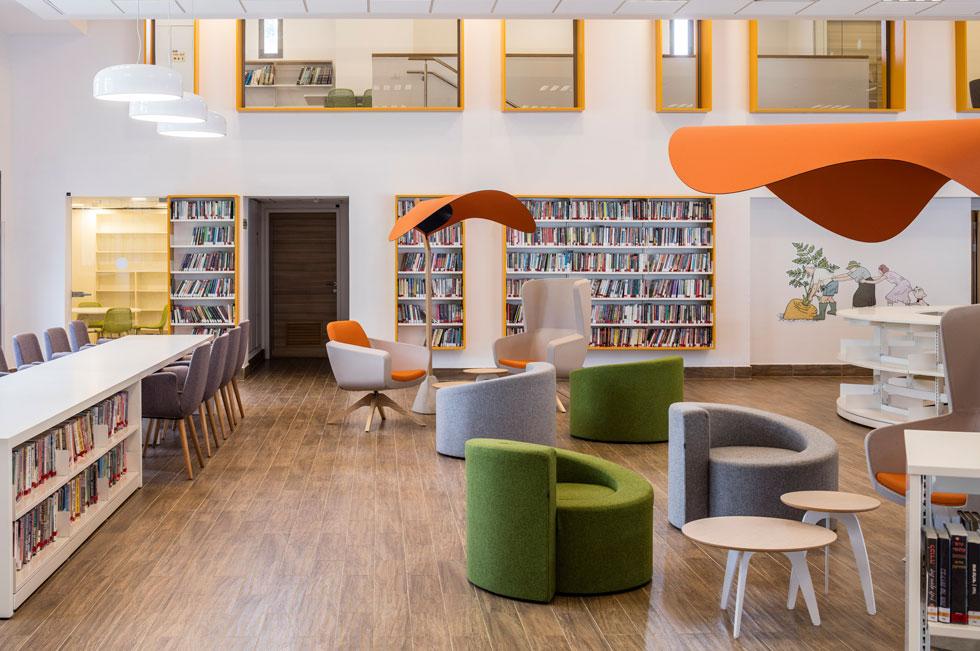 הספרייה מכילה מגוון חדרים שמאפשרים פעילויות חברתיות, וגם אזורים שקטים שאפשר להתרכז בהם (צילום: עמית גרון)