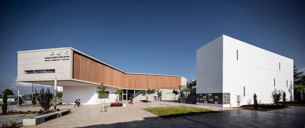 מרכז ''חוויות-שווייץ'' ברחובות, בתכנון קימל-אשכולות אדריכלים. סיבה טובה לבוא לעיר כדי לראות בניין (צילום: עמית גרון)