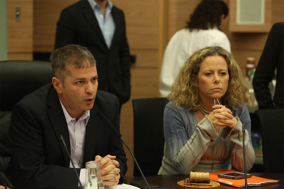 חברי הכנסת יואב קיש ואיילת נחמיאס ורבין במהלך הדיון (צילום: גיל יוחנן) (צילום: גיל יוחנן)