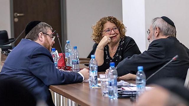 עזר לה הלשמיע קול. עם הרב רפאל קרוסקל (משמאל), והרב דה סייני, רבה של רומא (צילום: אלי איטקין)