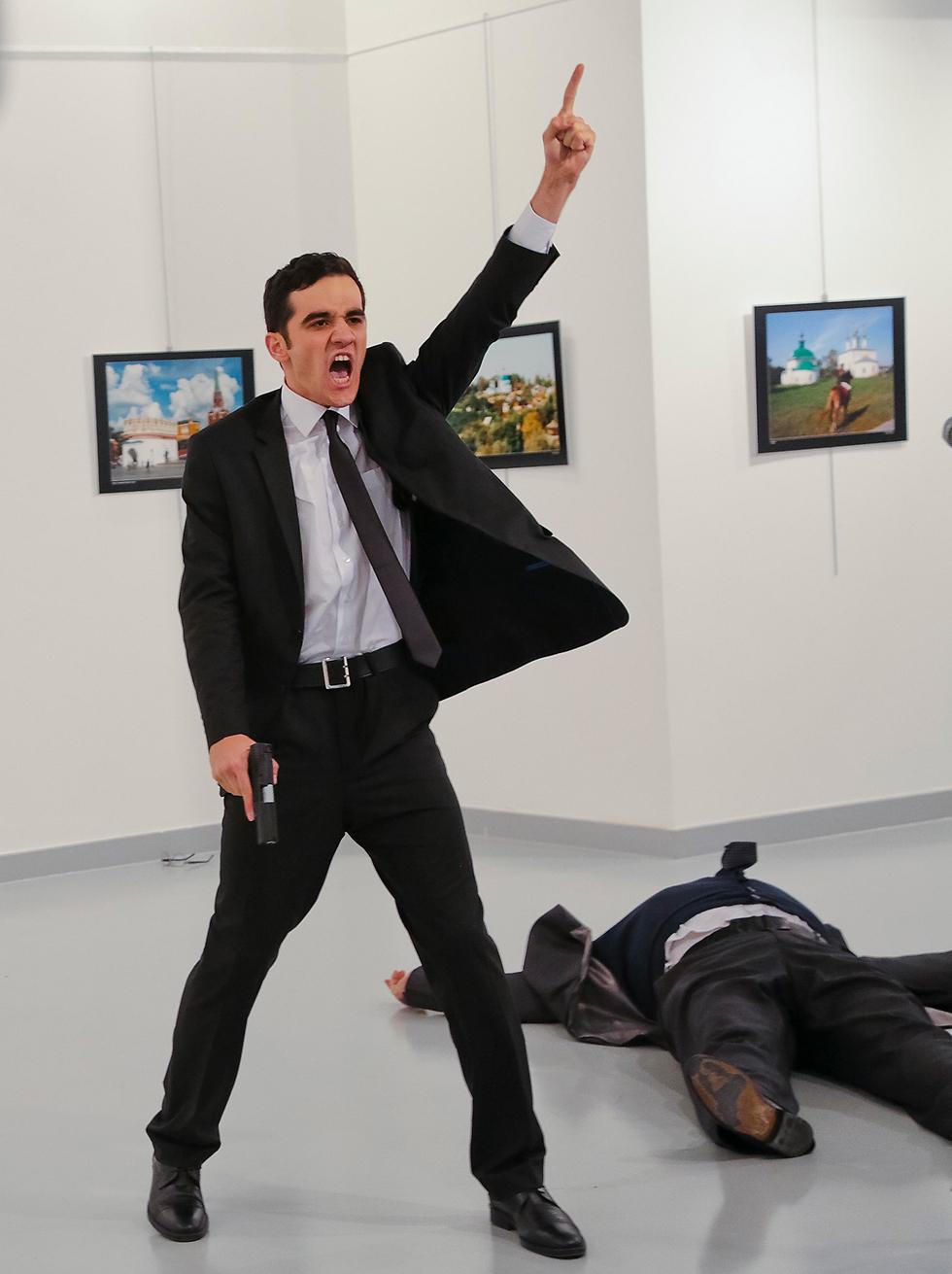 ההתנקשות בשגריר הרוסי בטורקיה (צילום: AP)