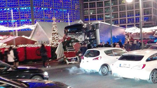 המשאית בשוק בברלין ()