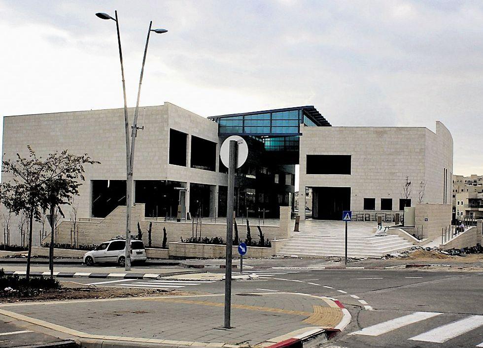 העבודות יכללו הקמת מדרכות, התקנת תאורה ציבורית וביצוע עבודות גינון ונוף בשטחים הציבוריים שיקיפו את המרכז (צילום: עריית מודיעין )