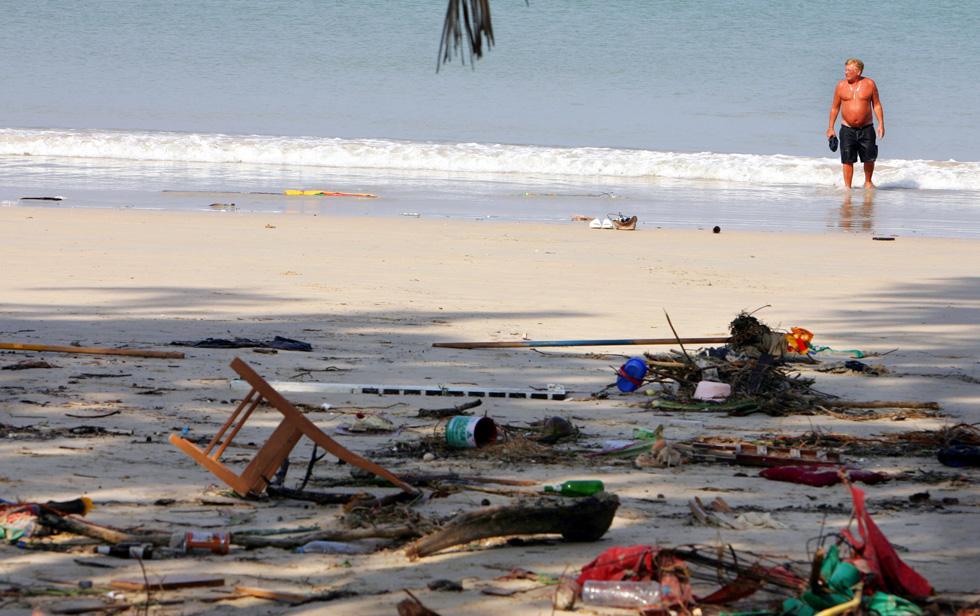"""חוף פוקט, תאילנד, שבו היה גם בורשטיין. """"אנשים התרוצצו וחיפשו קרובי משפחה. זה היה איום ונורא"""" (צילום: Gettyimages)"""