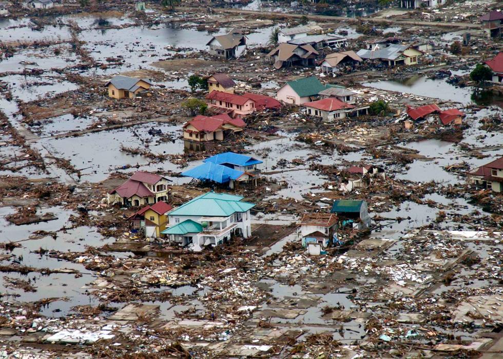 סומטרה, אינדונזיה. יותר מ-100 אלף איש נפצעו באסון, וכמיליון וחצי אזרחים נותרו ללא קורת גג (צילום: Gettyimages)