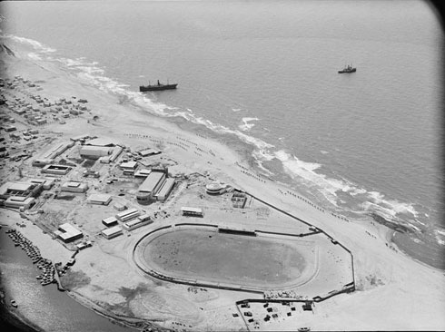 מבט מהאוויר אל שטח היריד הסמוך לאצטדיון המכביה שכבר פעל במקום  (צילום: גדי קימל, cc)