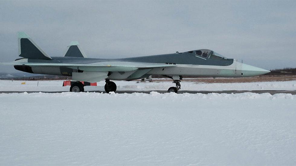 """""""חוד החנית של התעופה הרוסית"""". החמקן T-50 ()"""