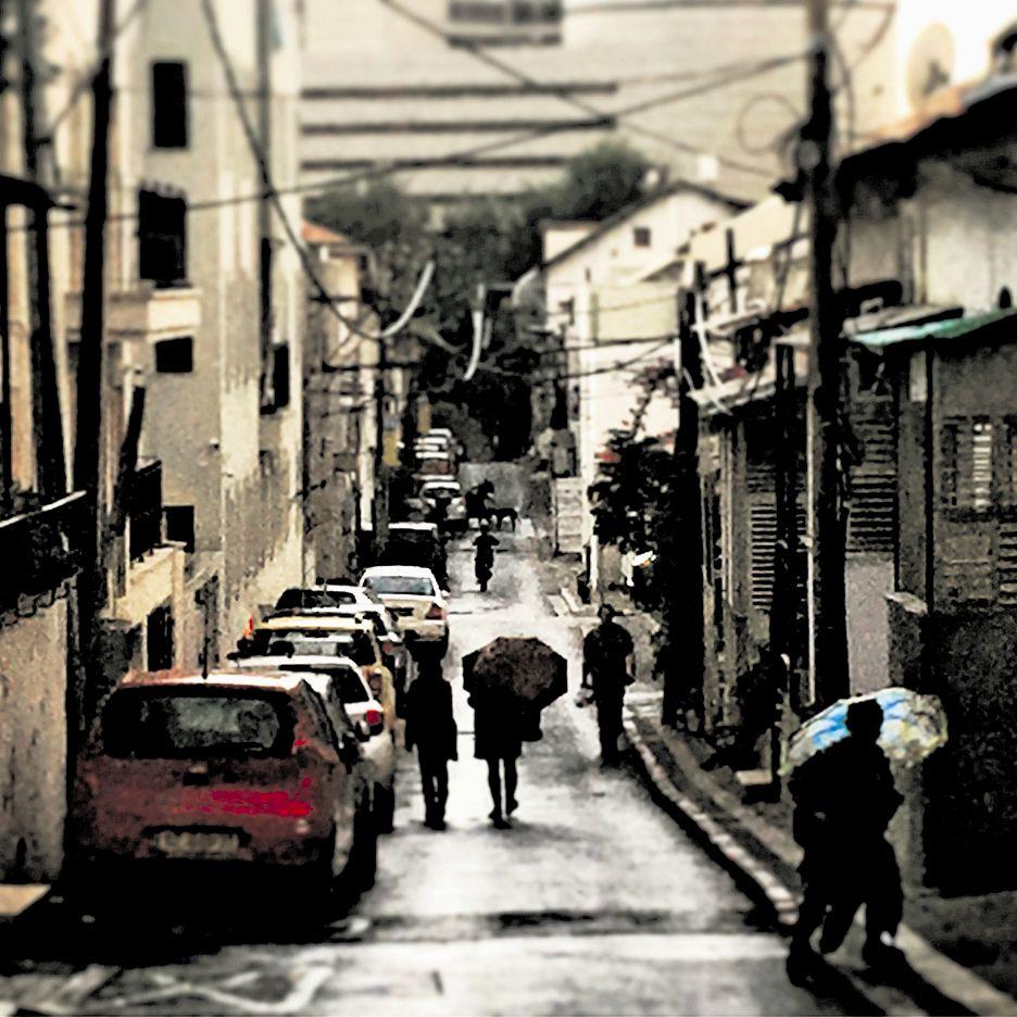 """""""משהו מהאפור הזה בחוץ חודר לי ללב"""". חורף בתל אביב (צילום: ליהיא לפיד)"""