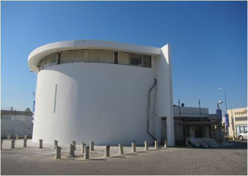 הארמון היה ברמת תאימות גבוהה לסגנון הבינלאומי, כפי שניתן לראות  למשל מחלונות הסרט בחלק המבנה ששרד (צילום: באדיבות טל איל אדריכלות)