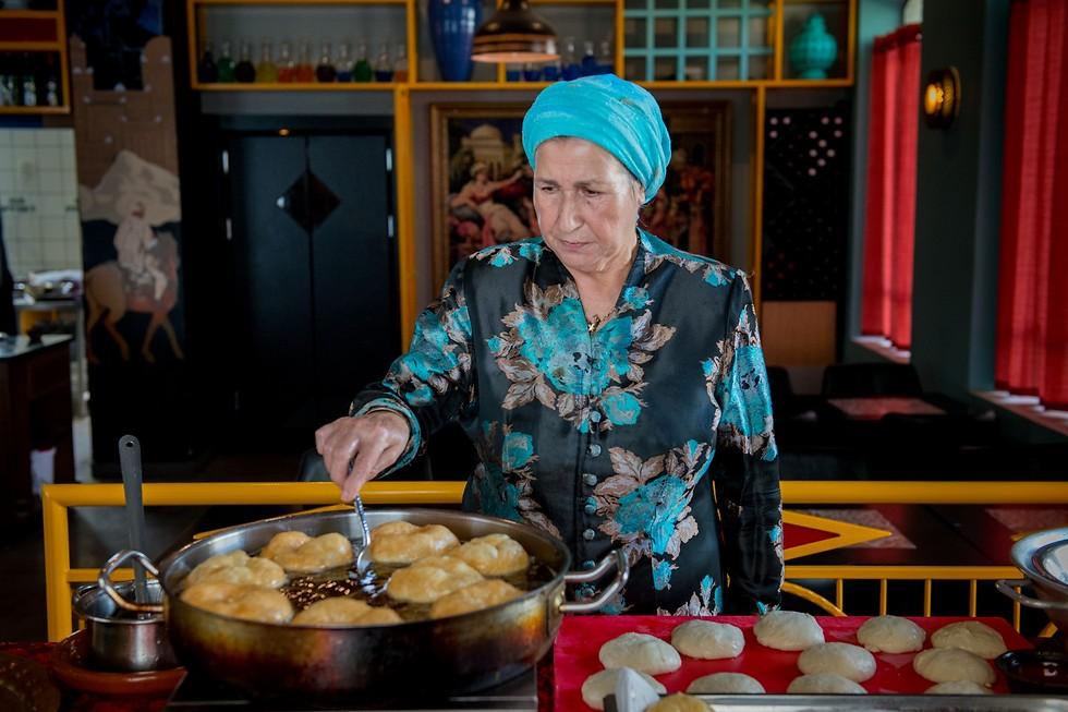 """והידיים ידי סוליקה, מסעדת """"אווה סאפי"""" (צילום: ירון ברנר)"""