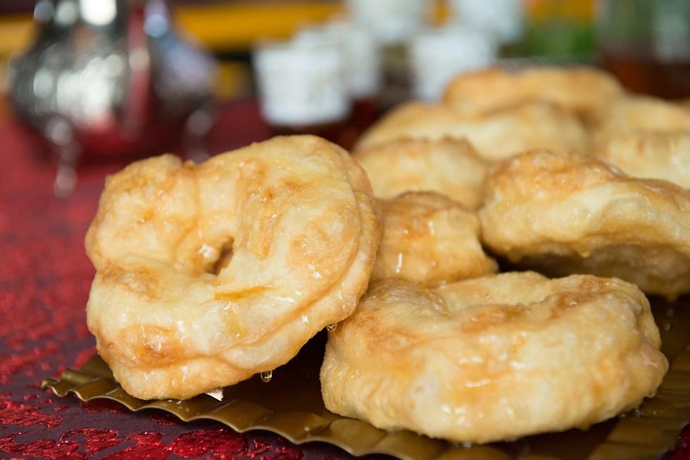 """במטבח הלובי הן נקראות """"ספנג'"""", המרוקאים מכנים אותן """"ספינג'"""" (צילום: ירון ברנר) (צילום: ירון ברנר)"""