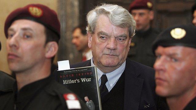 דיוויד אירווינג בבית המשפט באוסטריה. ההסתבכות השניה שלו (צילום: GettyImages) (צילום: GettyImages)