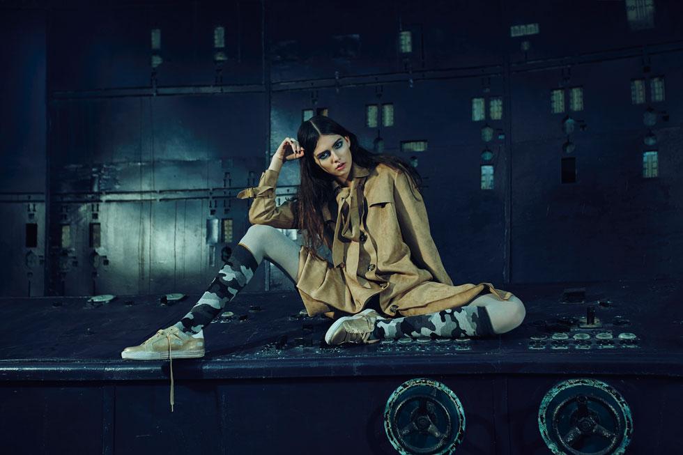 מעיל, קרייזי ליין; גרביים, זוהרה; נעליים, Seventy Nine בקרוקס אנד מור (צילום: בן אסיף)
