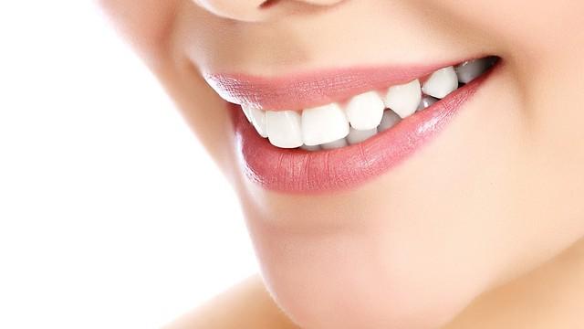שחיקת שיניים נפוצה יותר בקרב נשים (צילום: shutterstock)
